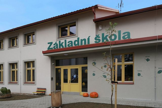 Elementary school Malý Újezd: using the DYNAMIC air-water heat pump