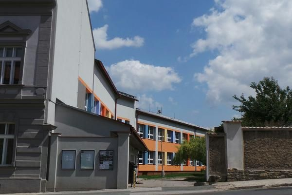 Elementary school in Opočno: using SPLIT air-water heat pumps