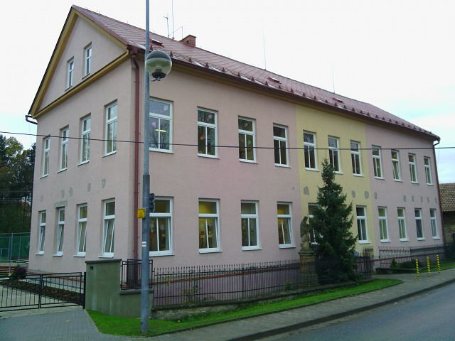 Primary school Podbřezí: using air-water heat pumps SPLIT