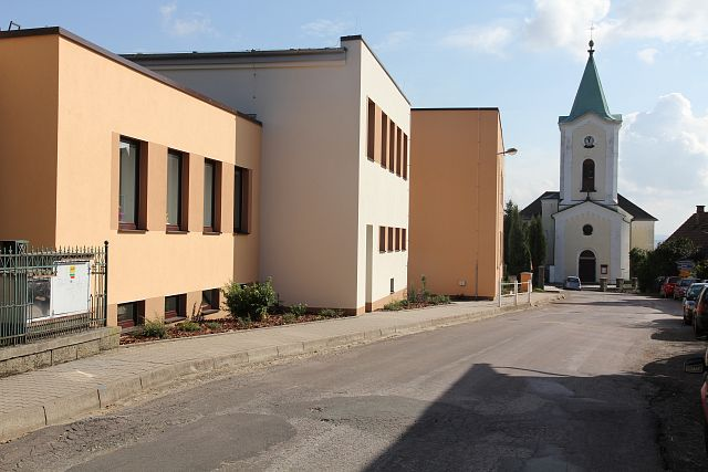 Elementary school Voděrady: using SPLIT air-water heat pumps