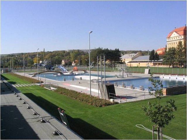 Swimming Pool LOUKA in Znojmo: using SPLIT air-water heat pumps